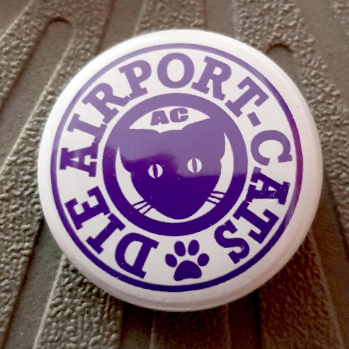 Button Airportcats Logo - Lila